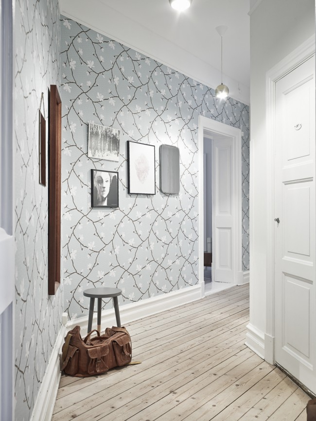 Wall decoration with large print wallpaper