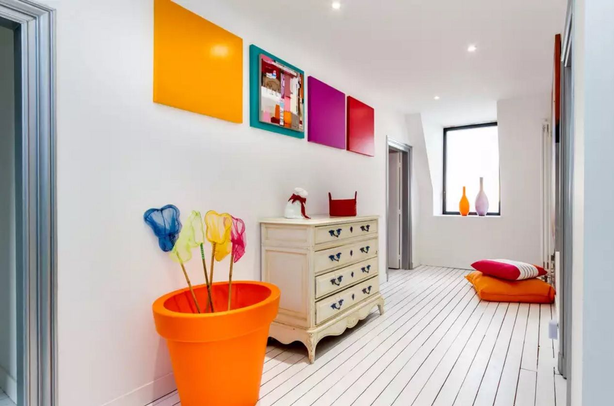 Modern Hallway Decoration Design Ideas. White trimmed effective floor nad the bright colorful accents make the interior a little bit experimental and even garish