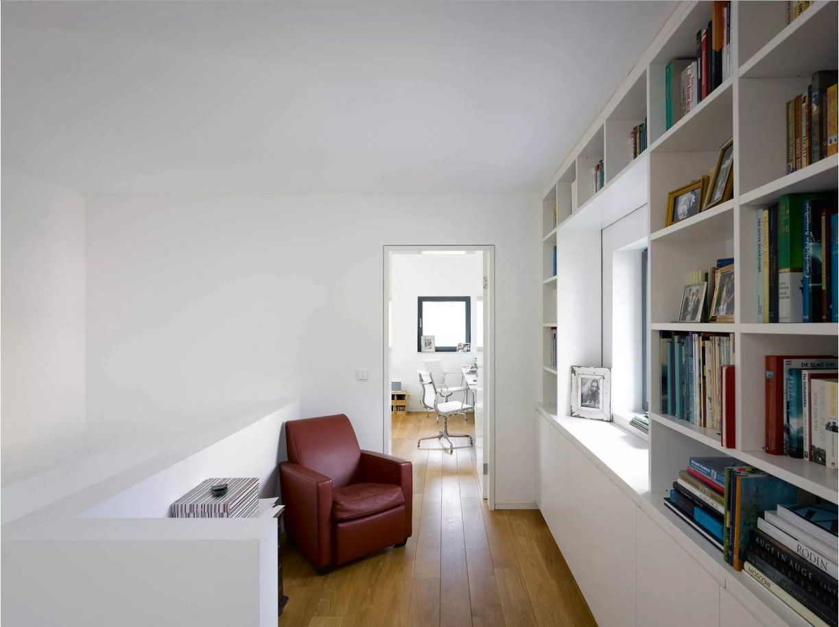 Modern Hallway Decoration Design Ideas. German simple design if the hall with reading zone
