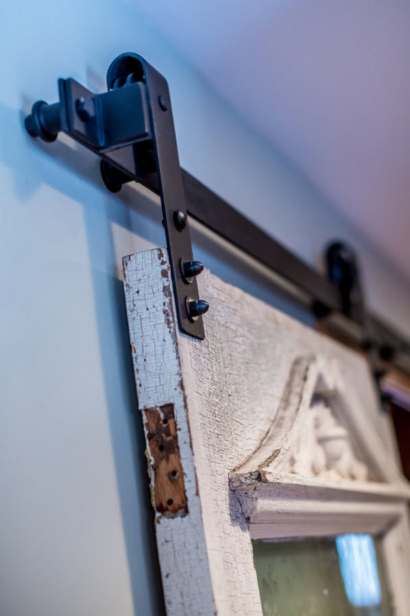 the mechanism of the vintage sliding doors