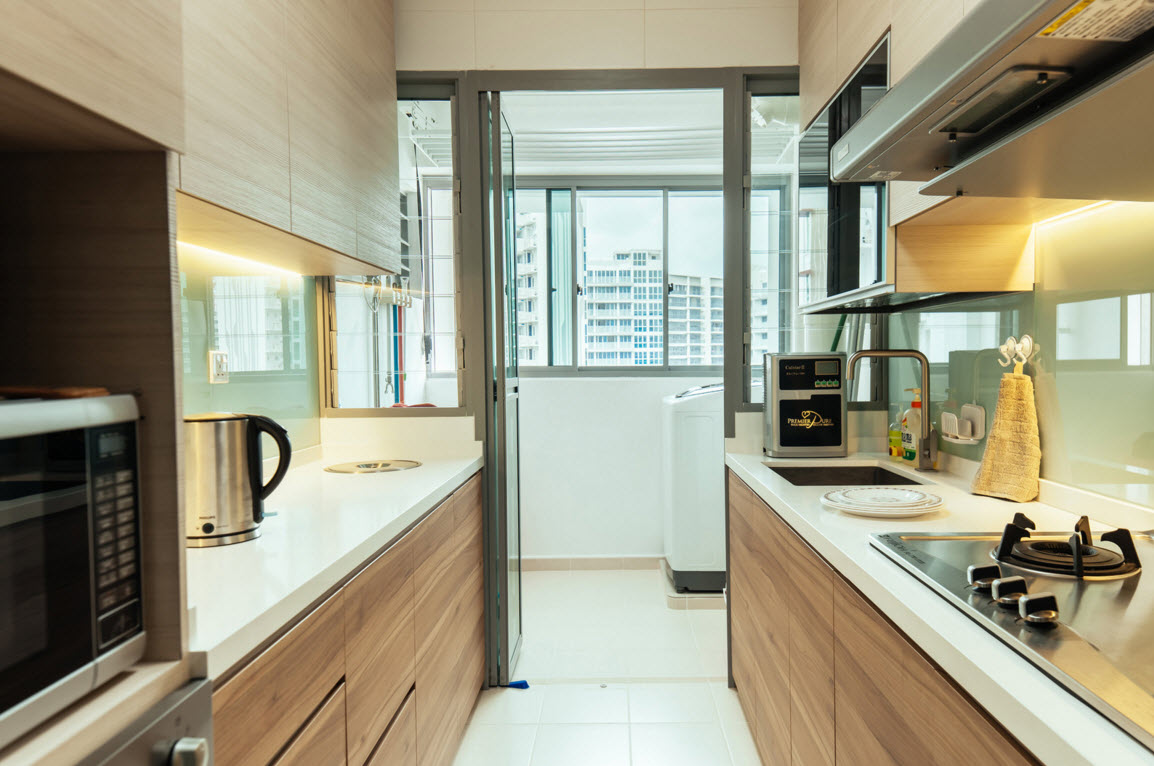 Hi-tech and Marine Style Mix for Small Apartment. Warm and natural minimalistic finishing completely unfolds the hi-tech core of the kitchen`s interior