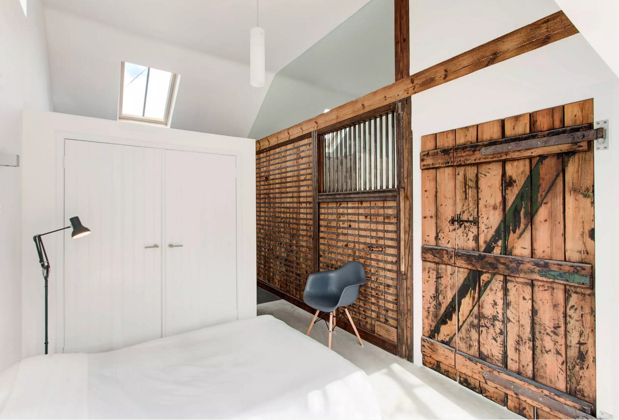 Unusual Bedroom Interior Design Ideas 2016. The bed located right at the door decorated as the barn gate