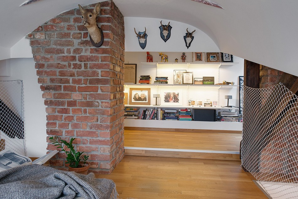 Scandinavian stuffed animals and stylized antlers in the round design of the rooms