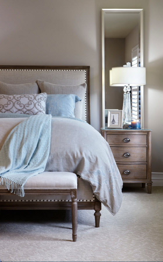 Modern Classics Private House Design Ideas. Royal bed and its near space