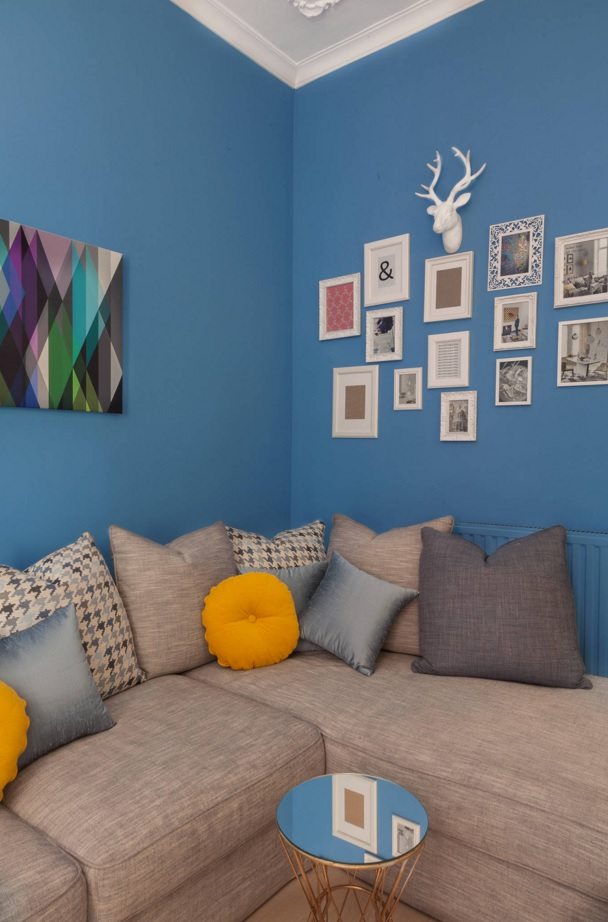 Blue Color Decoration Ideas for Living Room. Photo collection and a lot of cushions at the background of blue walls