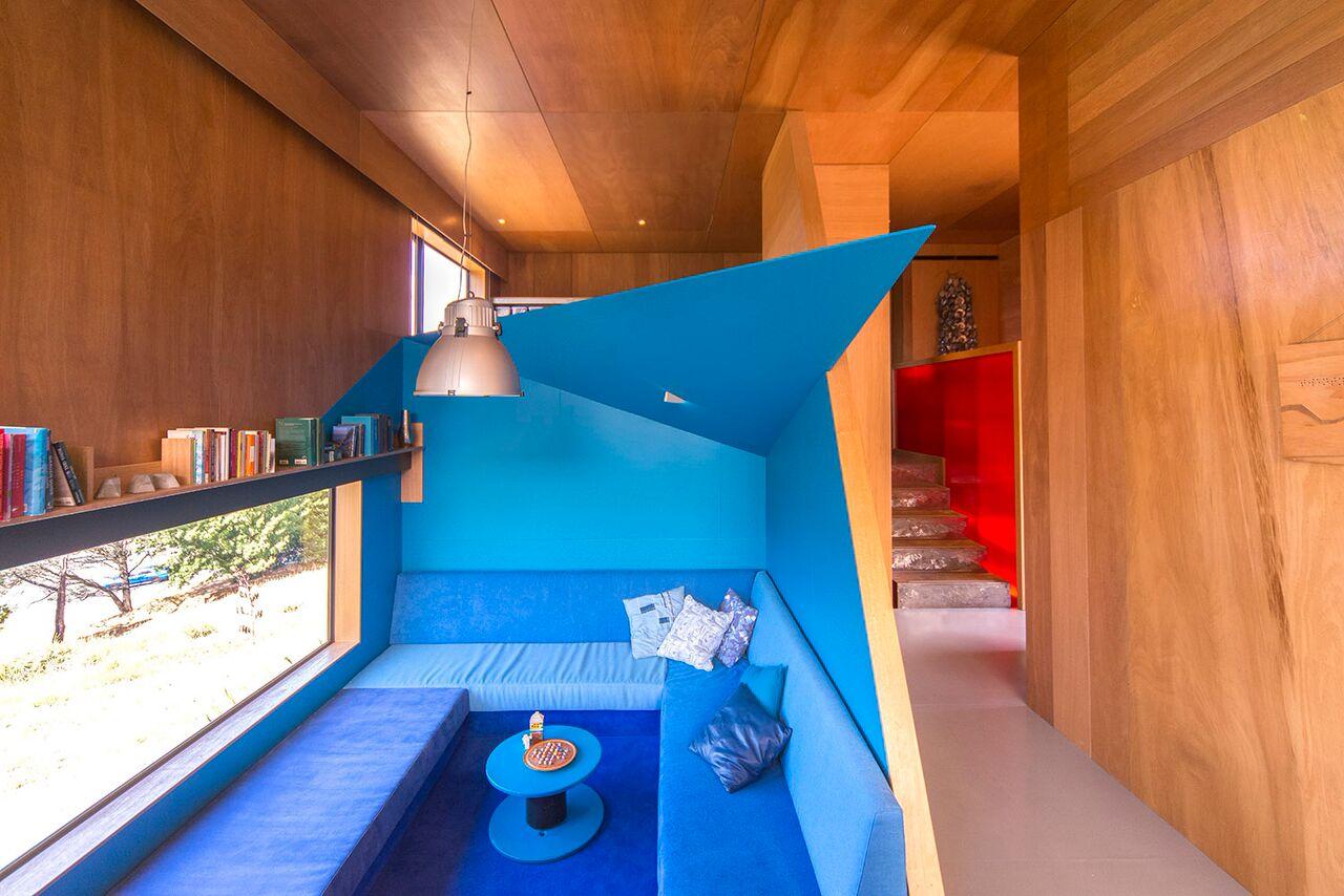 Blue Color Decoration Ideas for Living Room. Original blue & wooden futuristic design