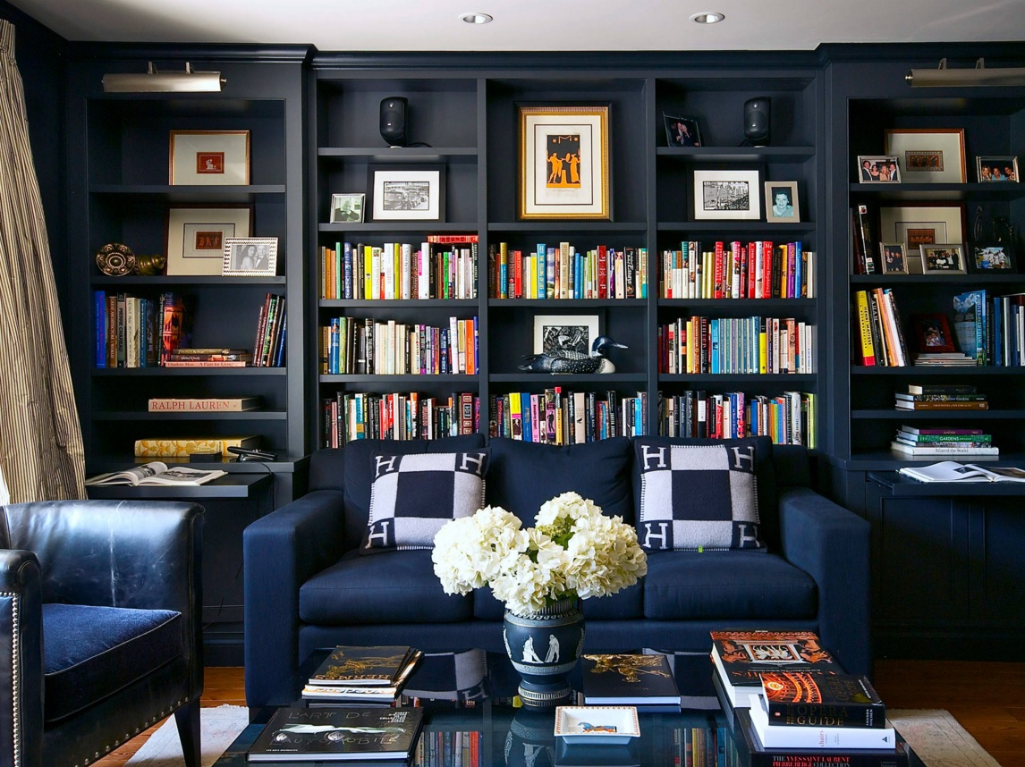 Blue Color Decoration Ideas For Living Room Vase With Flowers And Shelving In The Spacious