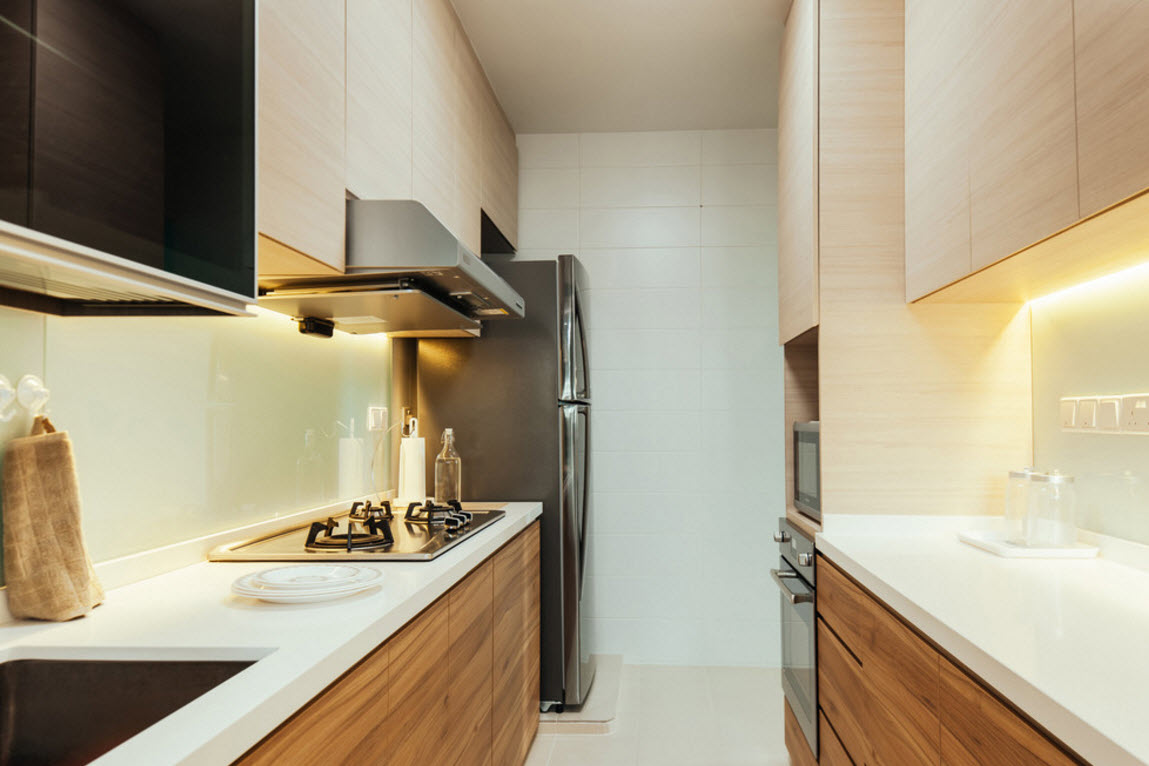Hi-tech and Marine Style Mix for Small Apartment. Steel and wood is the modern symbiosis at the hi-tech arranged kitchen