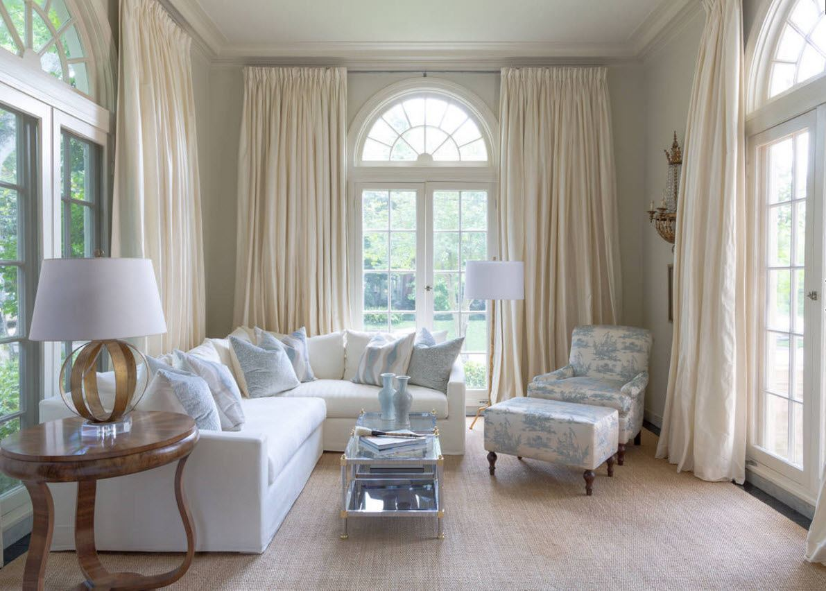 Living Room Curtains Design Ideas 2016. Chic classic desogn for the mansion`s room finished in white with arched window