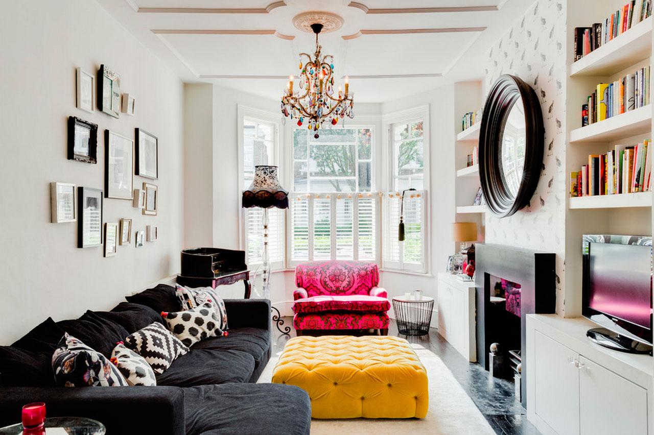 Black Furniture: Interior Design Photo Ideas. Nice Art Deco style for the contrasting area with round mirror