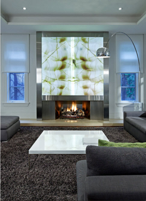 Accent wall with the fireplace in the living room
