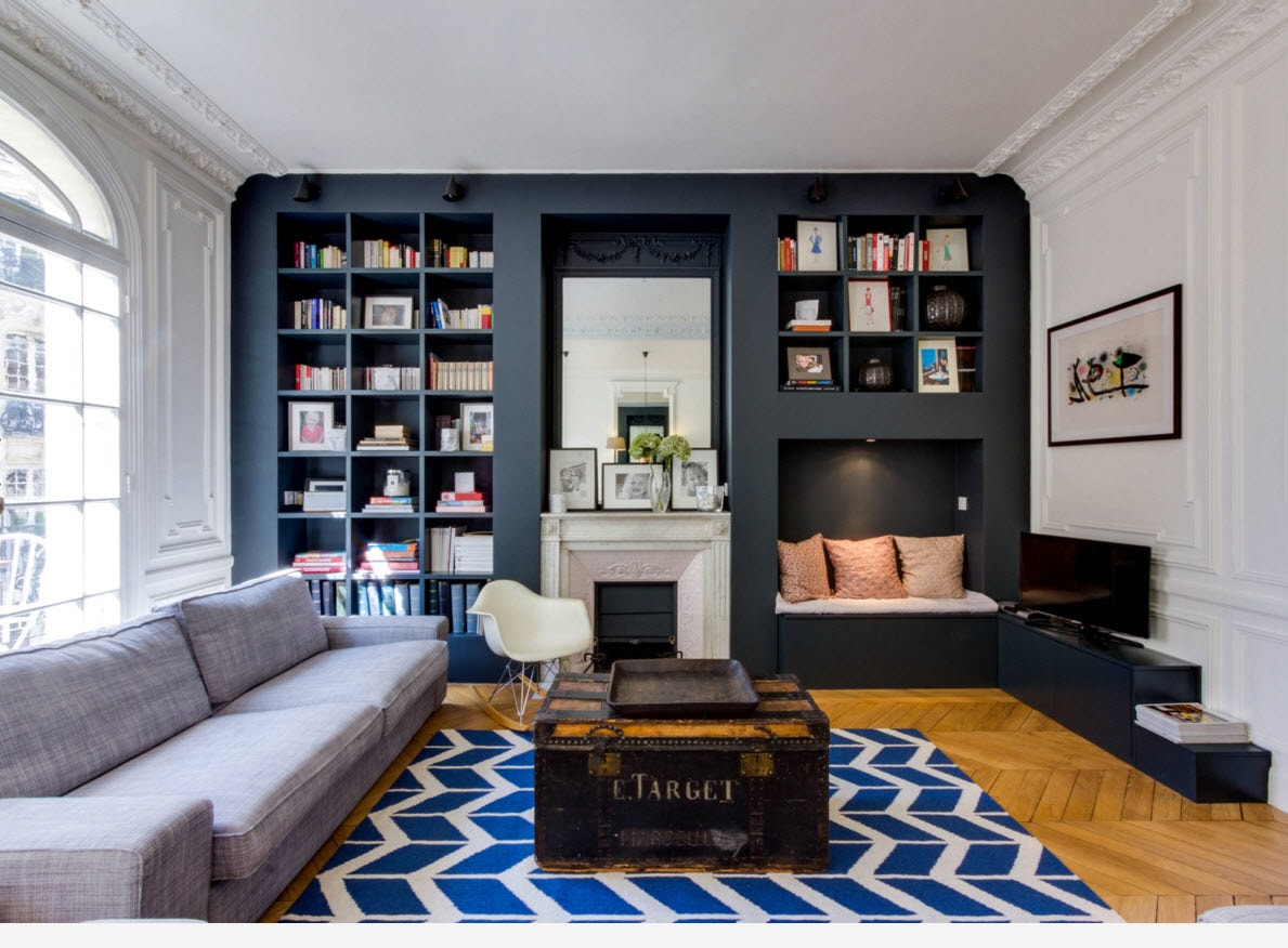 Storage Systems Variety for the Living Room. Wavy blue and white rug is the zest of the library