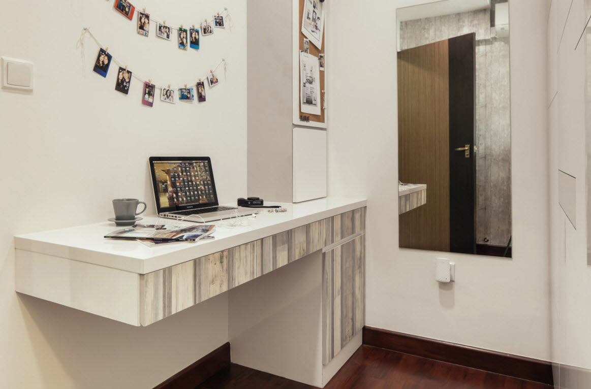Hi-tech and Marine Style Mix for Small Apartment. Small improvised home office right here in the bedroom
