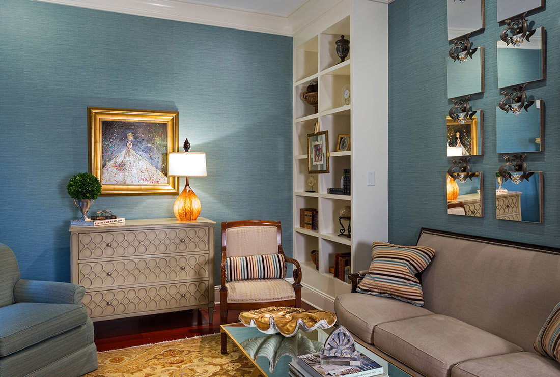 Blue Color Decoration Ideas for Living Room. Nicely simply finished walls sets off the interior furniture
