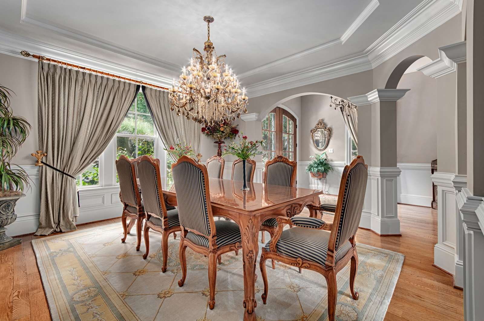 Classic Style Furniture fro Practical Chic Interiors. Chic grandeur dining group for high public