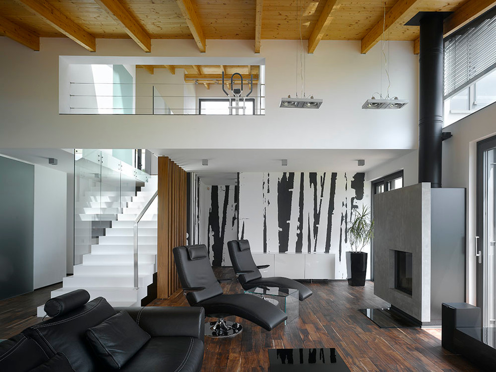 Black Furniture: Interior Design Photo Ideas. Nice black armchairs of very urbanistic contemporary design draw all the attention