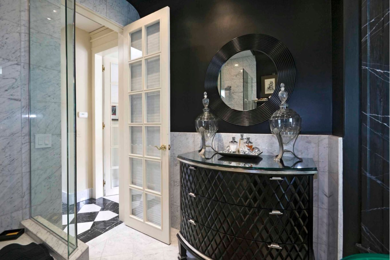 Black lacquer furniture and painted top part of the wall for luxuriously looking bathroom