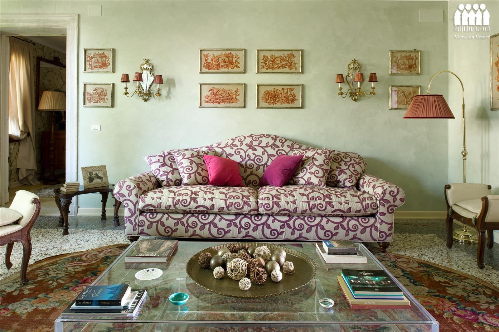 Classic Style Furniture for Practical Chic Interiors. Nice design of the sofa