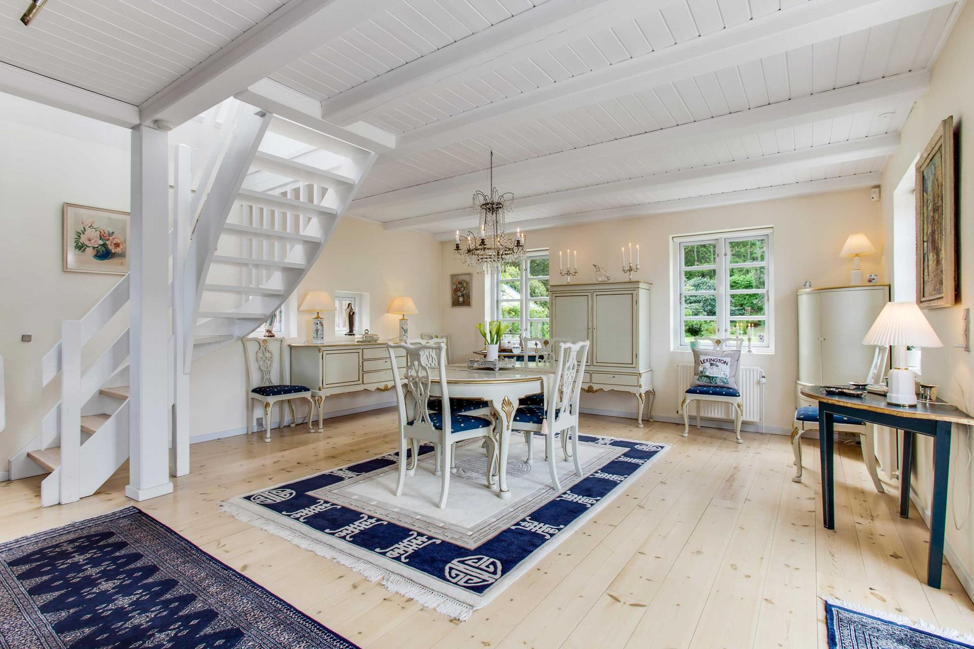 Classic Style Furniture fro Practical Chic Interiors. Blue carpet to emphasize the dining area