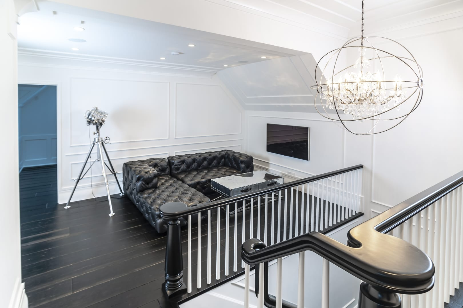 Black Furniture: Interior Design Photo Ideas. White room trim and the black furniture is the successful union to make the design look stylish and refined