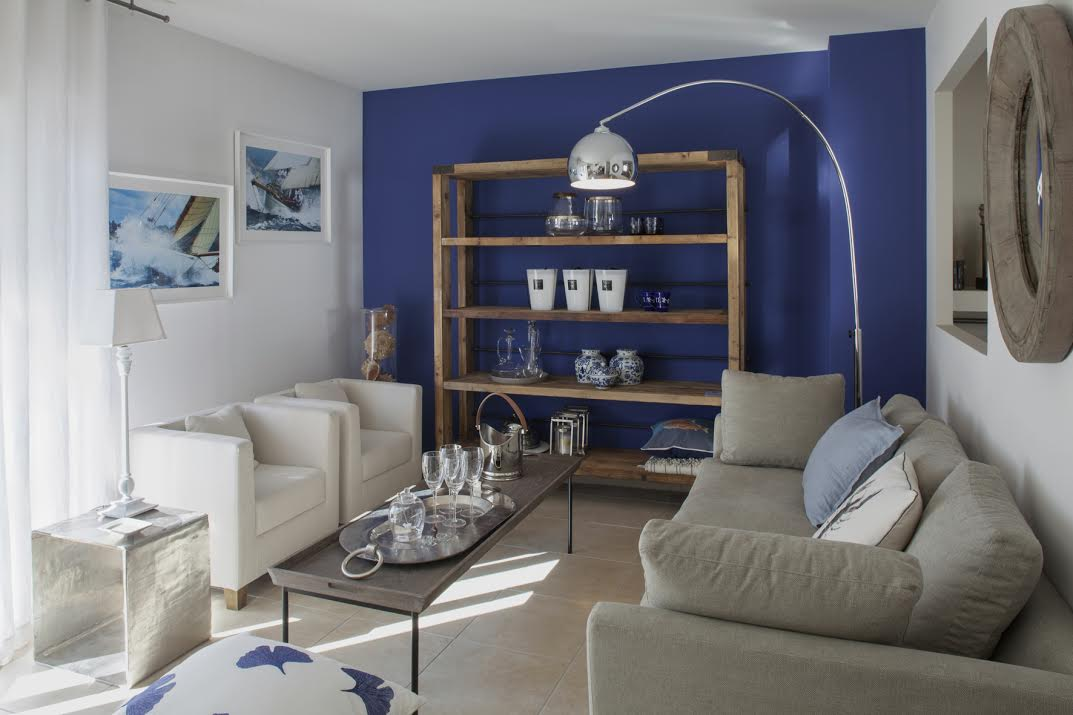 Blue Color Decoration Ideas for Living Room. Nice shelving at the accent wall