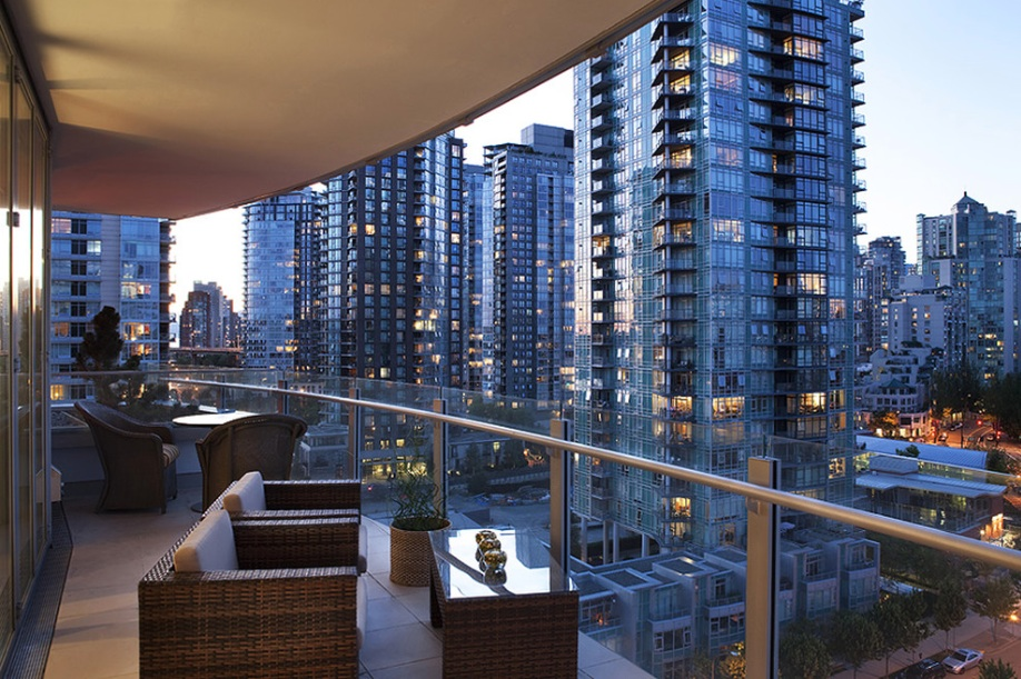 Modern Balconies Interior Design Ideas. Spectacular design for the glass fenced rounded balcony