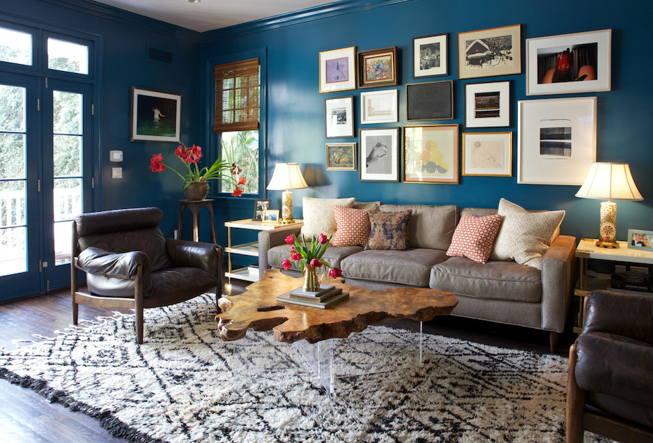 Blue Color Decoration Ideas for Living Room. Unusual coffee table in the form of old stump and the photo collage at the wall
