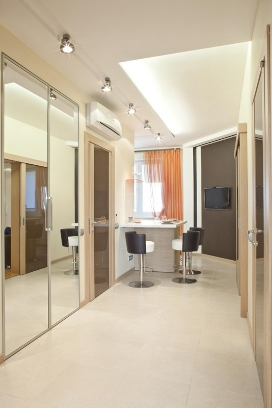 40 Square Meters Irregular Shape Apartment Photo Review. Originally designed dining zone in the hallway