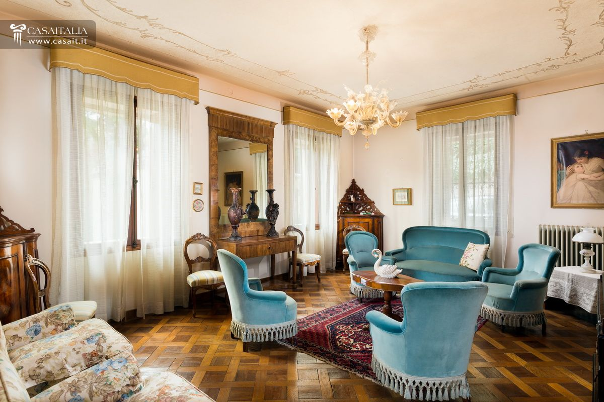 Classic Style Furniture fro Practical Chic Interiors. Wooden theme in the room