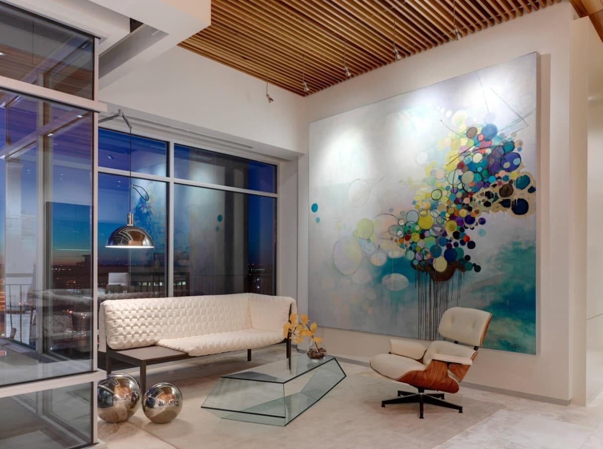 Unusual fusion of styles in the artistic living room with wood slat ceiling