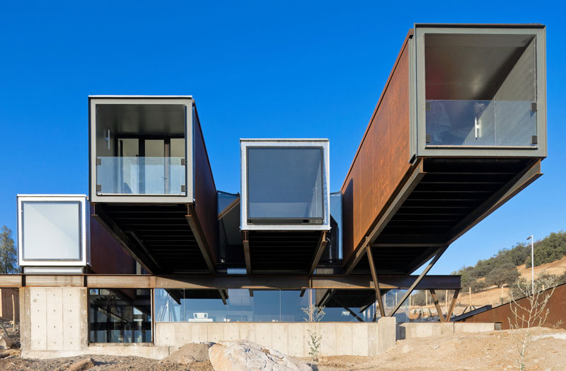 Cargo Container House Design Ideas. Unusual form of the three element combination