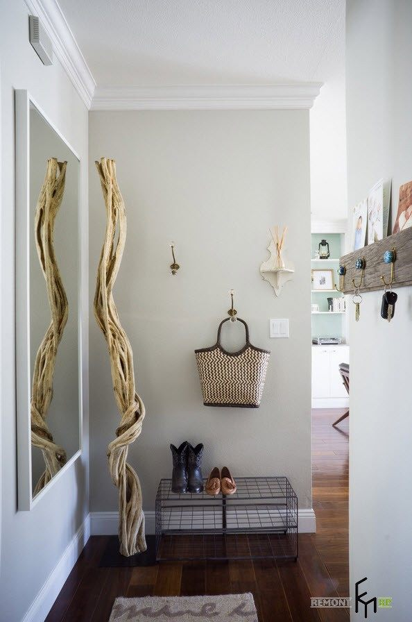 Entrance to the apartment in white tones with great example of contemporary style in the finish