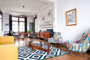 Fusion Interior Design Style. Checkered pattern of the carpet in the spacious living room