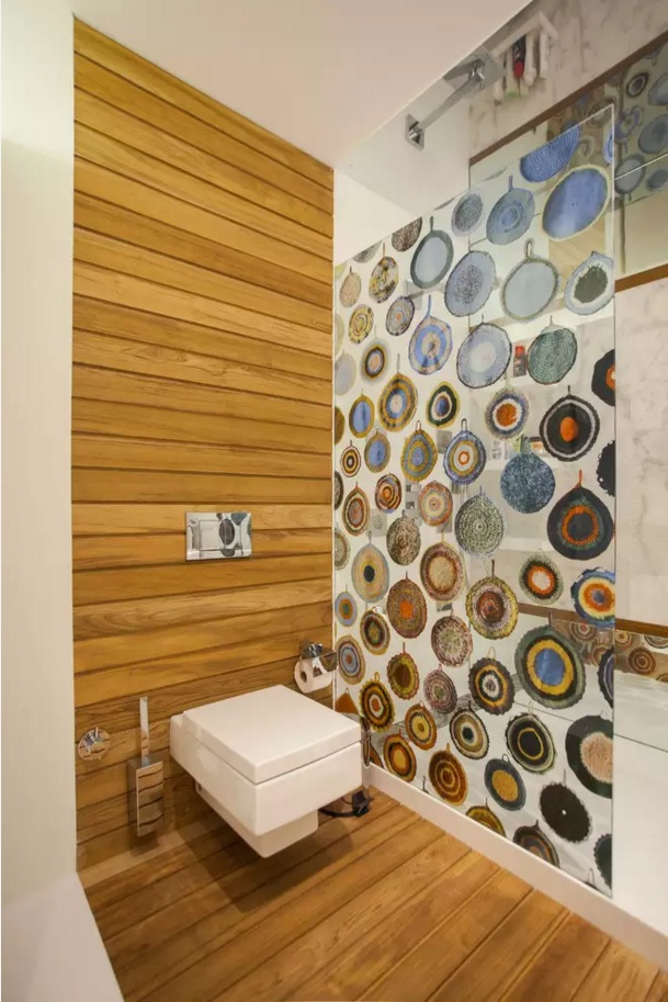 Small Bathroom Creative Remodel Ideas. Bright painting of the wall