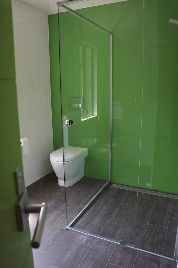 Small Bathroom Creative Remodel Ideas. Gorgeous green wall idea for tiny space