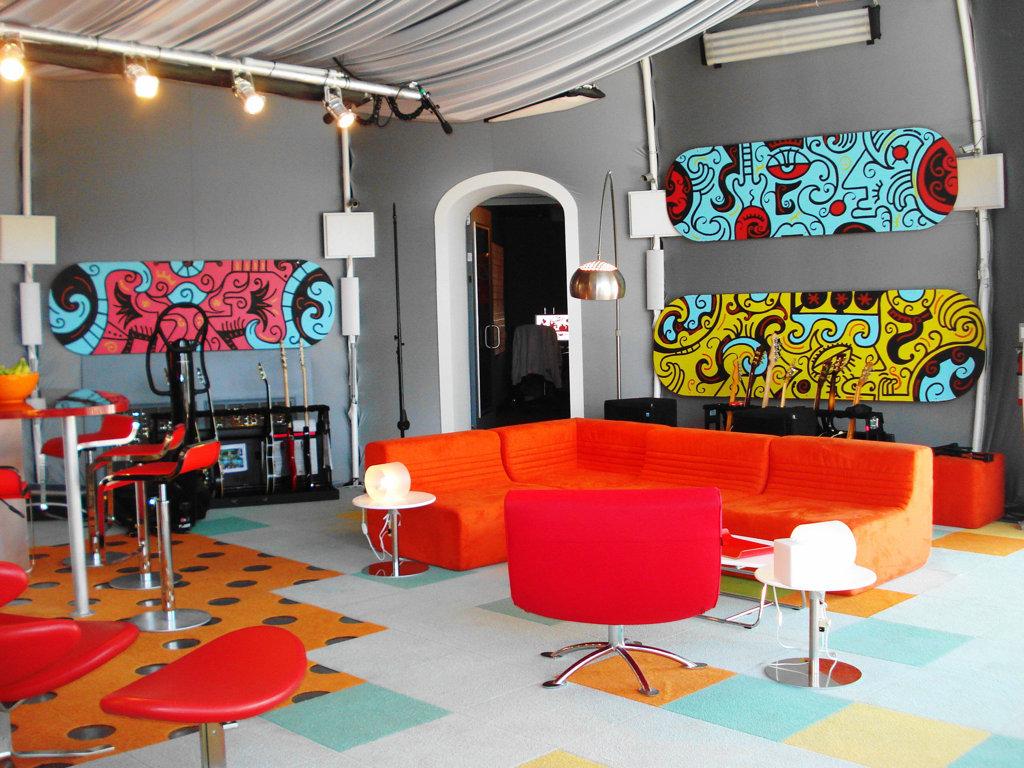 Pop Art Interior Design Style Garish Decoration For The Living