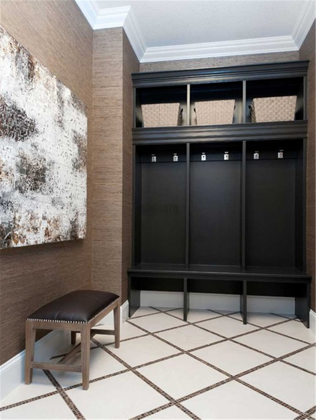 Black wooden materials to finish the functional lobby