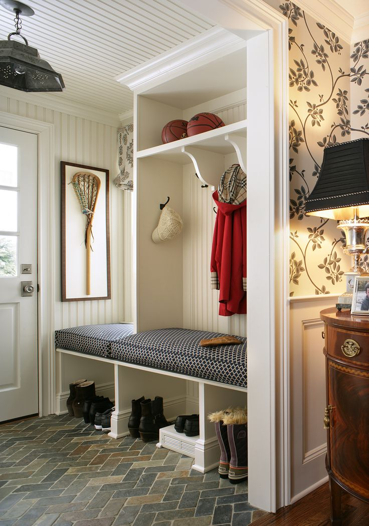 Nice light multifunctional entry with storage and hanger