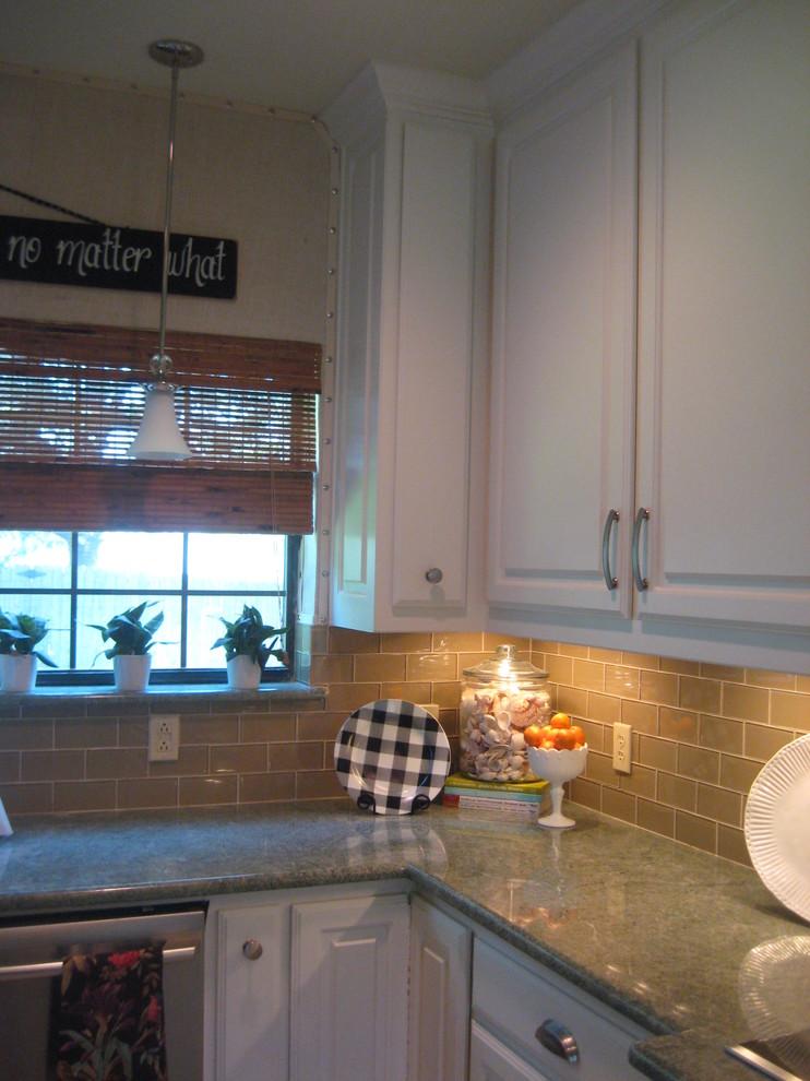 Interior Glass Tiles: Photos, Descritption, Types. Nice decoration of the small kitchen