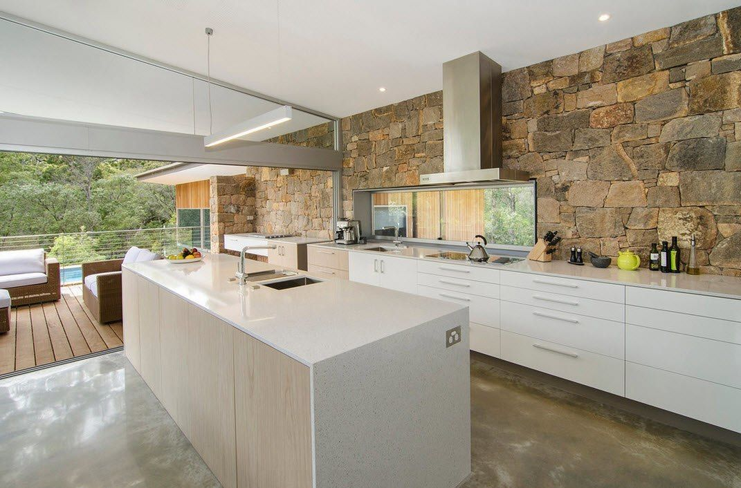 White creamy island design on the stone trimmed kitchen