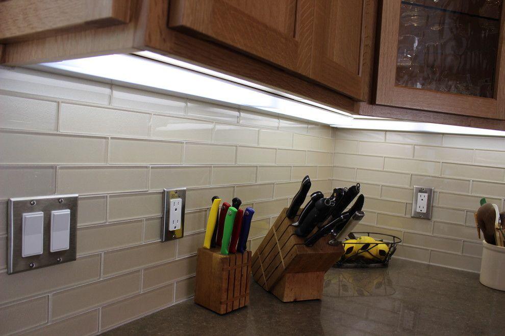 Interior Glass Tiles: Photos, Descritption, Types. Unique design of the backlighted kitchen counter
