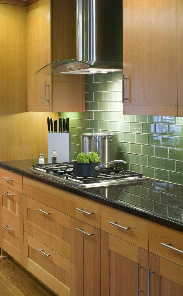 Interior Glass Tiles: Photos, Descritption, Types. Green glazed surface of the kitchen splashback