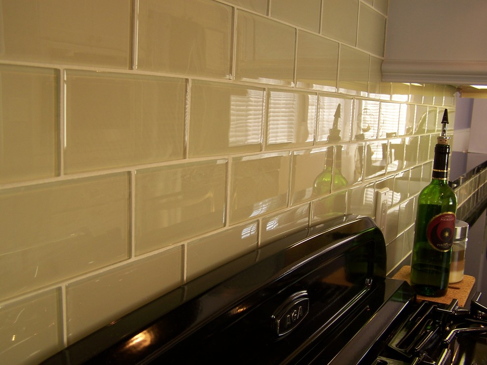 Interior Glass Tiles: Photos, Descritption, Types. his material usually appiled in kitchens and bathrooms