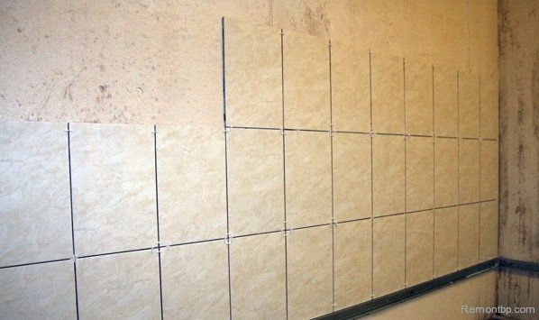 Easy Way DIY Wall Tiling Advice. Half-ready wall tiling with the example of row laying