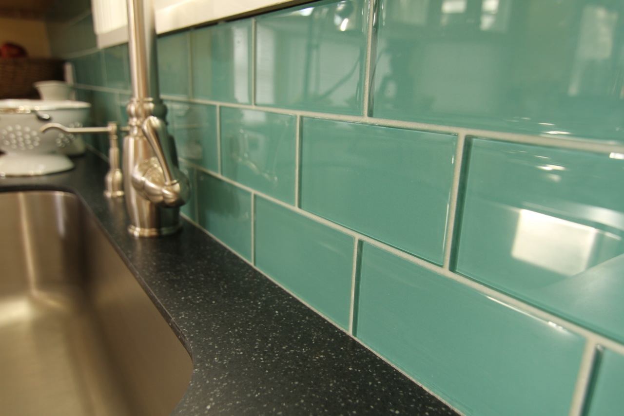 Enameled surface of the smooth marine glass tiles