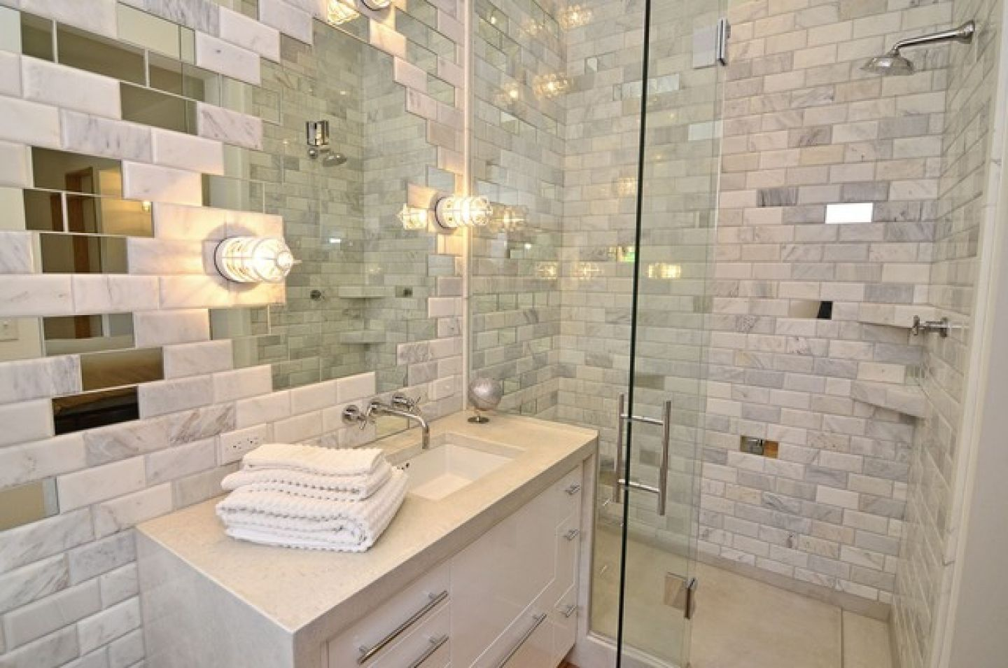 Awesome ... Mirror Tiles Ideas For Modern Interior Design. Nice Glass And Tile  Trimmed Bathroom Nice Look