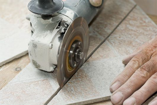Angle grinder for the tile cutting