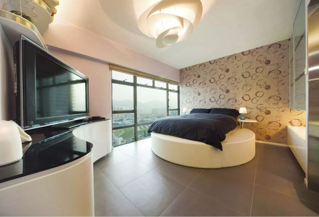 Circle Bed of Unique Bedroom Interior Design. Floor-long windows and concize decoartion style