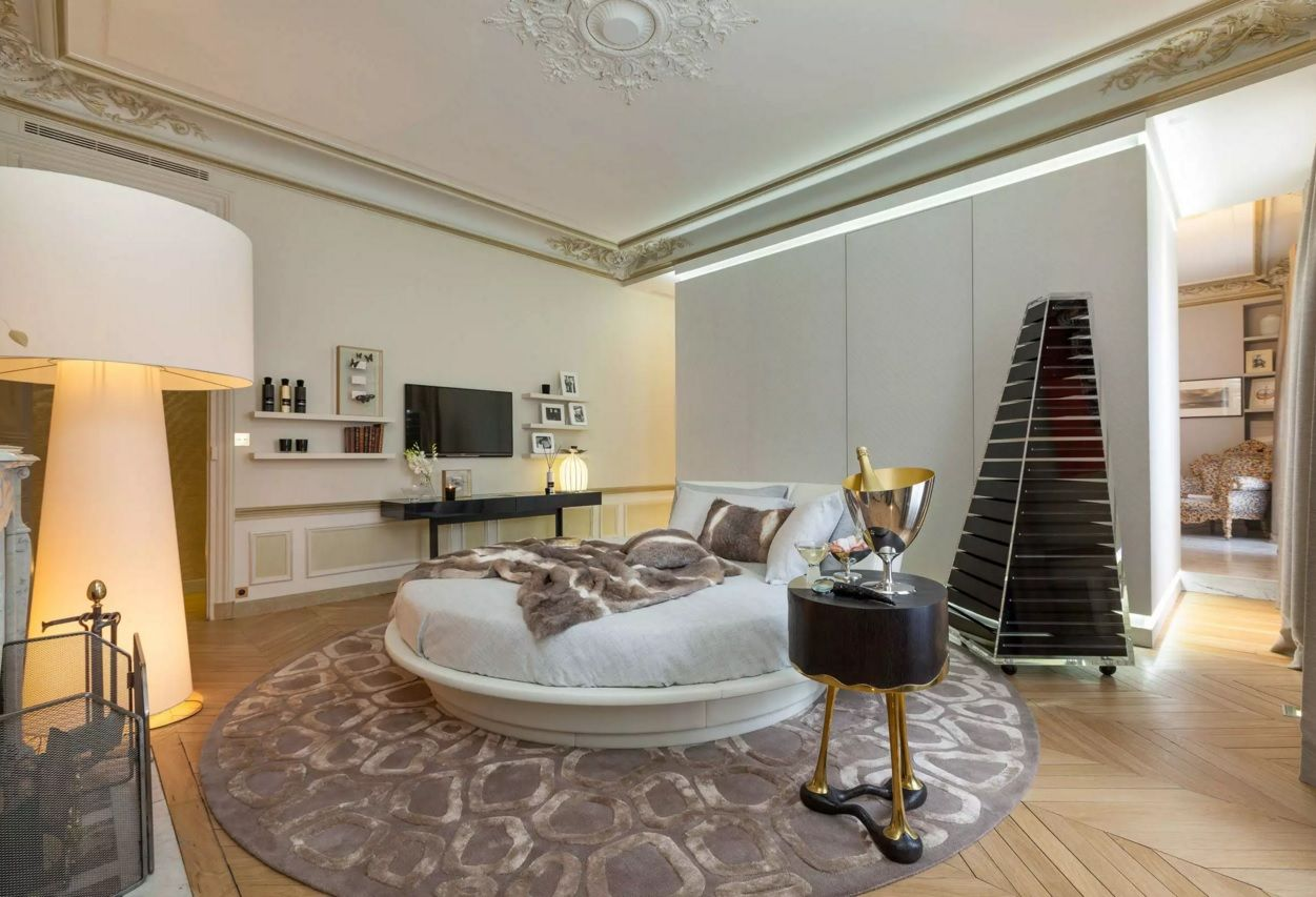 Circle Bed of Unique Bedroom Interior Design. Classic elements with the atmosphere of fresh modern decoration