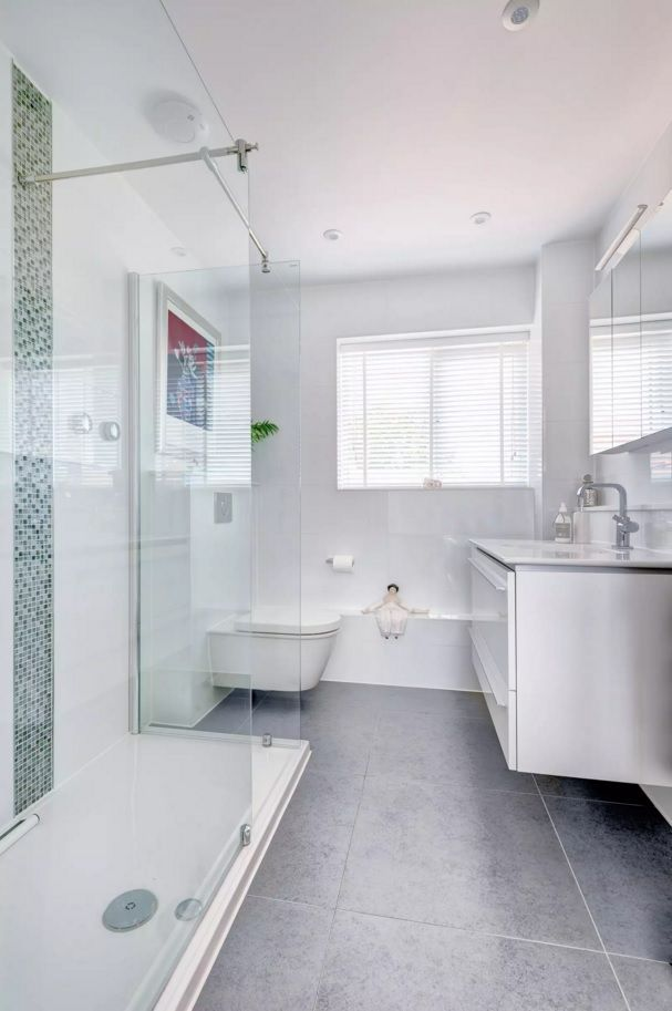 Small Bathroom Space Saving Vanity Ideas. White glossy ceramic sirfaces blends with plastic drawer